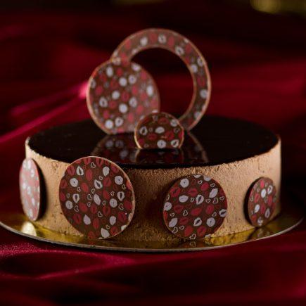Bolo decorado com transfer para chocolate